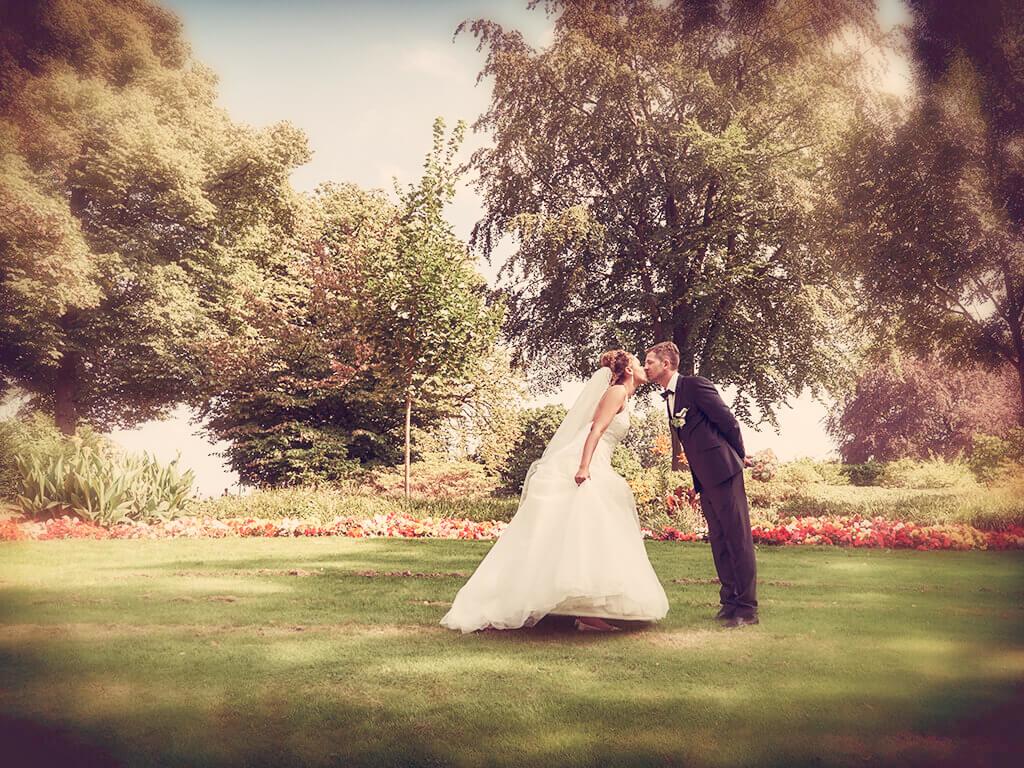 Hochzeitsfoto im Park romantisch Fotostudio Hosenfeldt