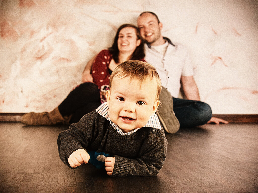 Familienfoto mit Kleinkind Fotostudio Hosenfeldt Wuppertal Fotoshooting
