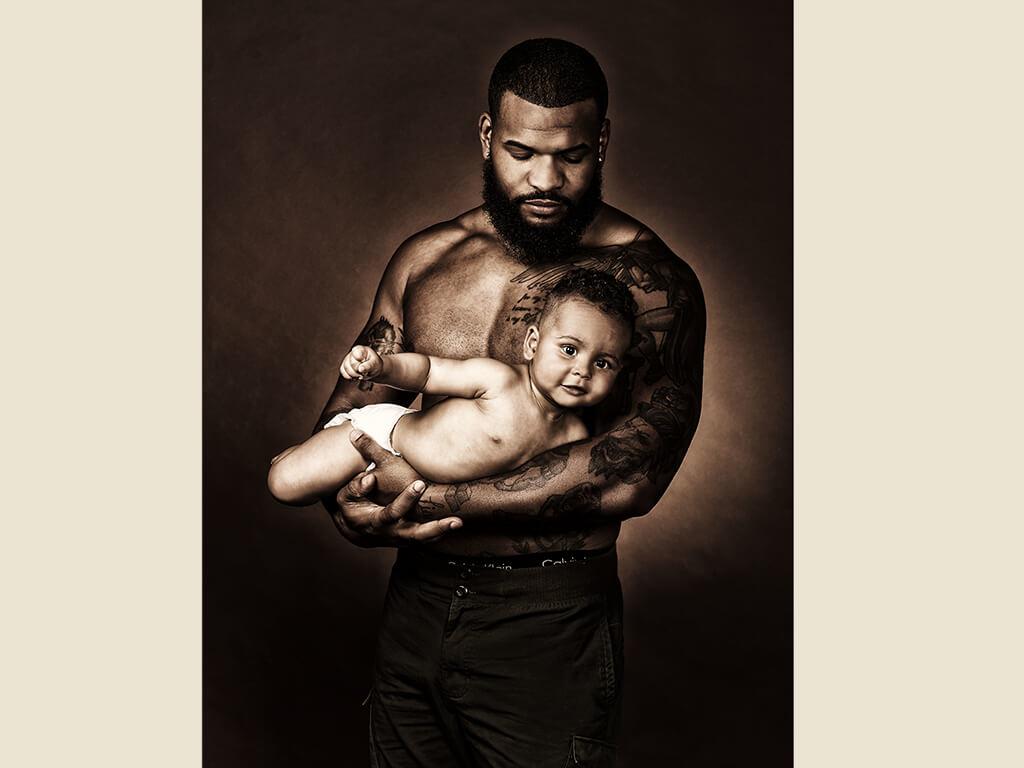 Fotoshooting Baby Armen Mann Fotostudio Wuppertal