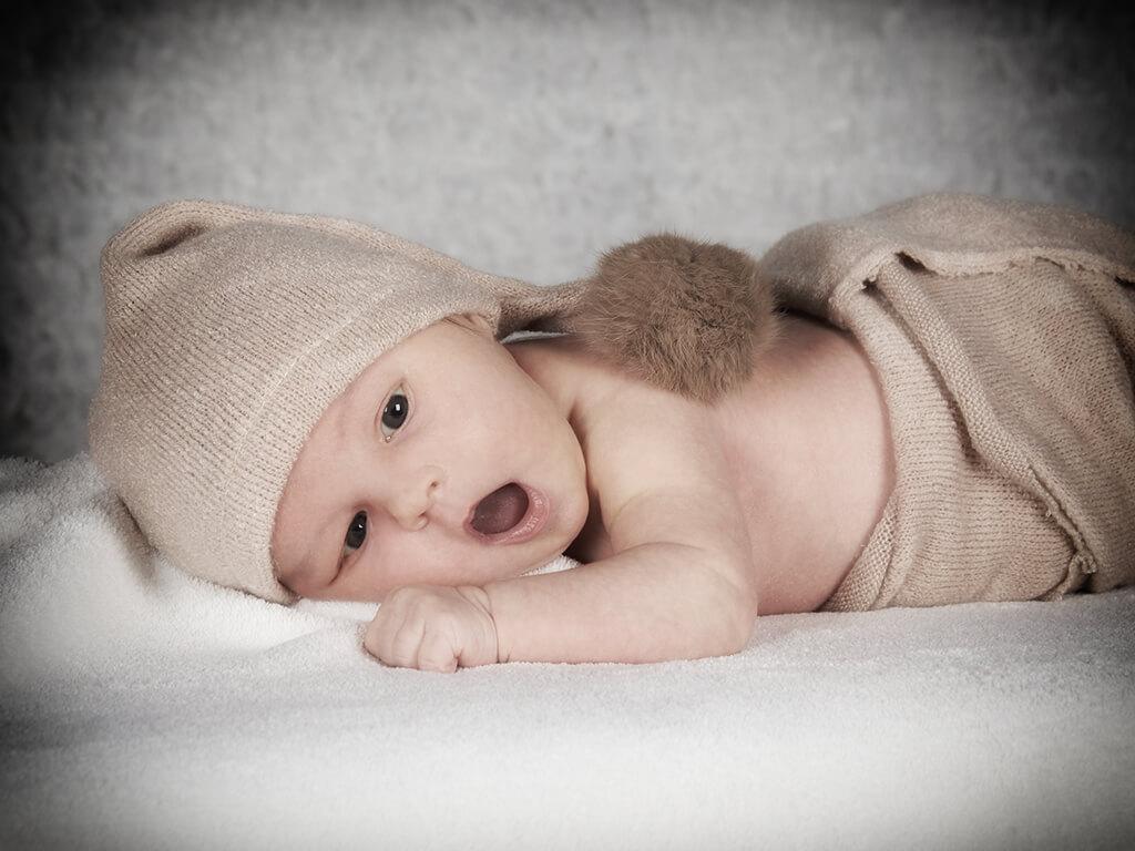 Baby mit Muetze Fotostudio Hosenfeldt Wuppertal