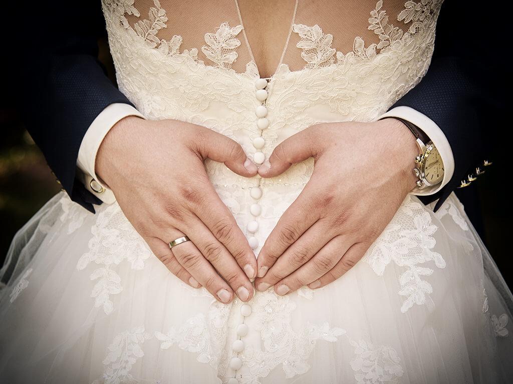 Hochzeitsfoto Brautkleid und Hände Fotoshooting Wuppertal