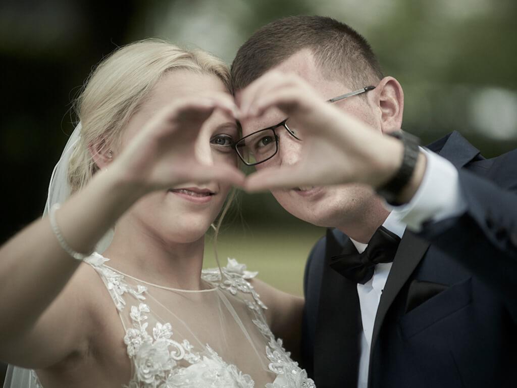Händen geformtes Herz Hochzeitsfotograf Wuppertal