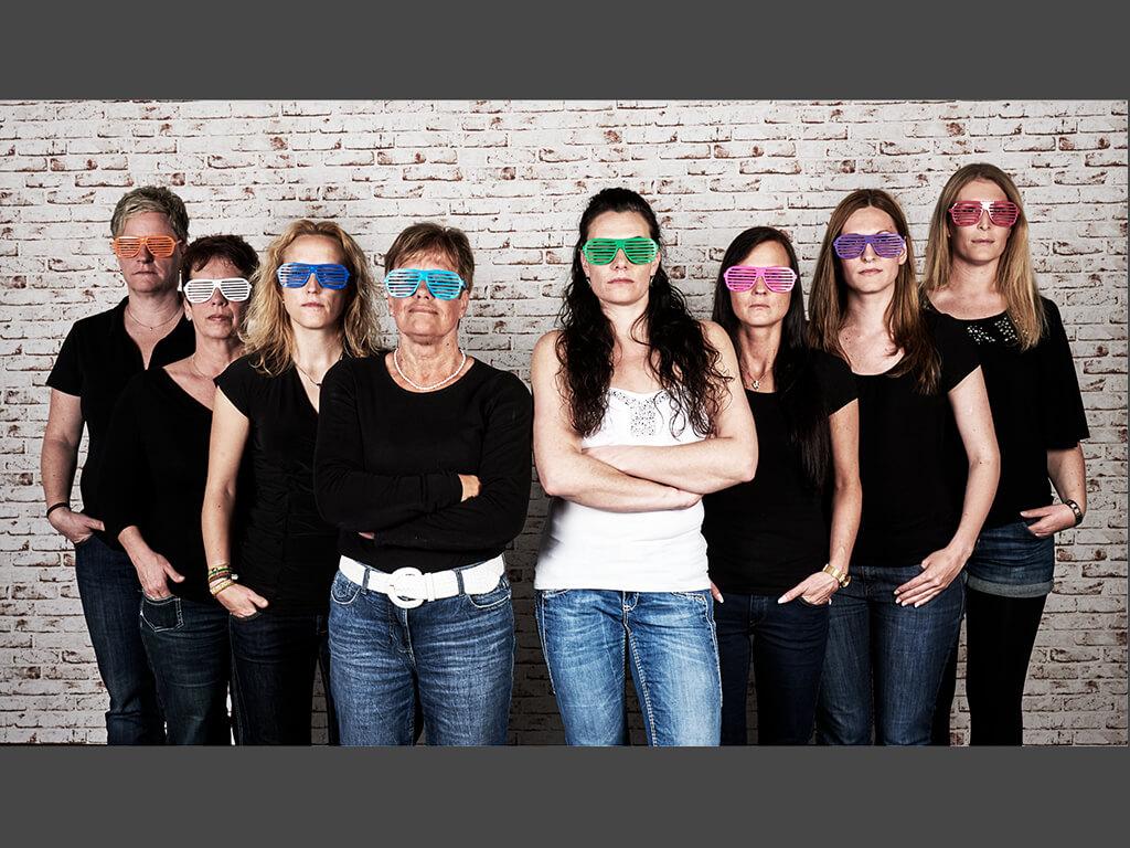 Fotoshooting Braut Freundinnen Sonnenbrillen