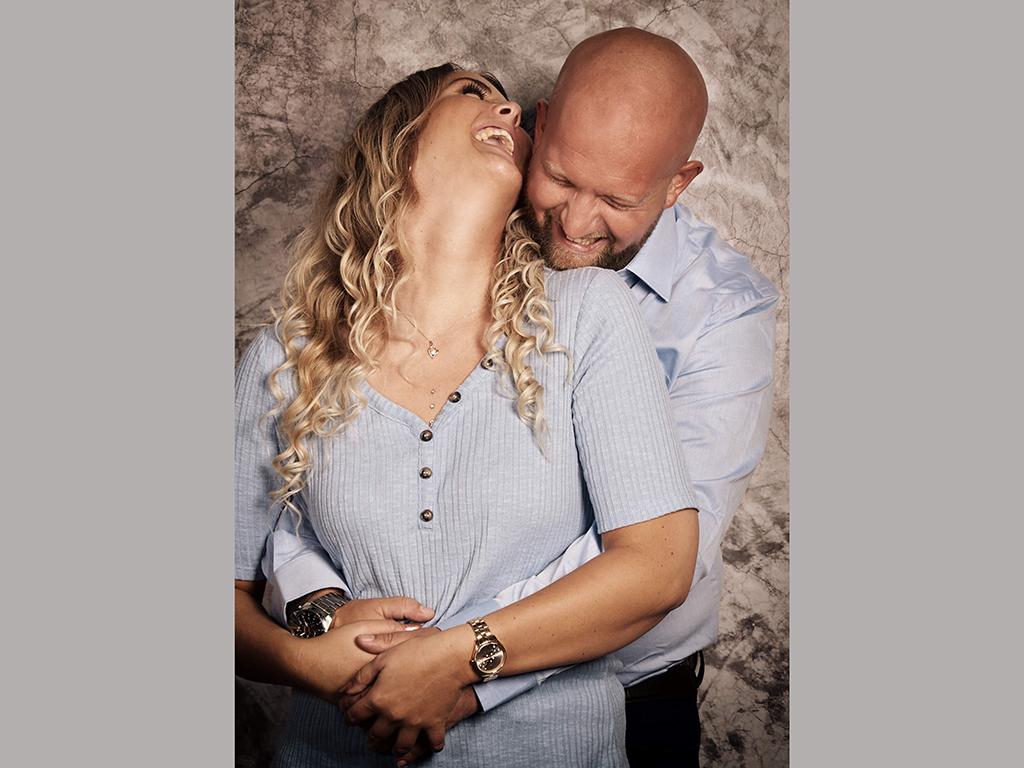 lachendes Paar im Fotostudio Hosenfeldt, Wuppertal